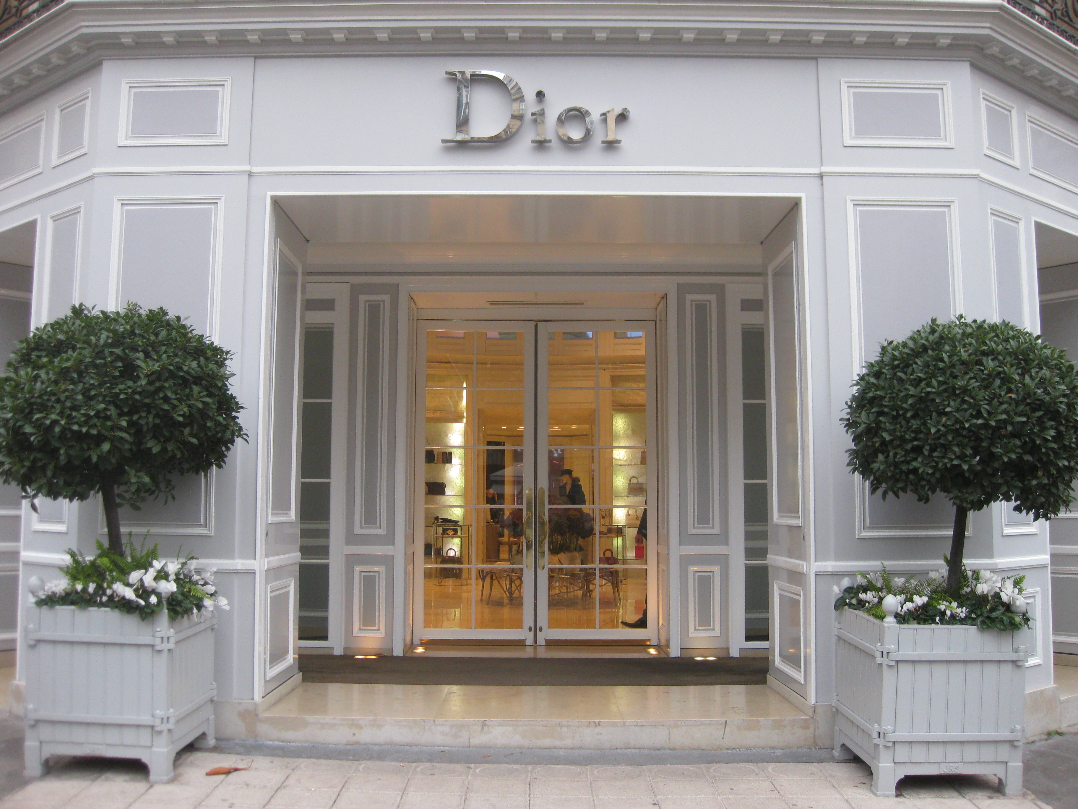 Favori Must-Visit Shopping Districts in Milan, New York, Paris and London | IE74