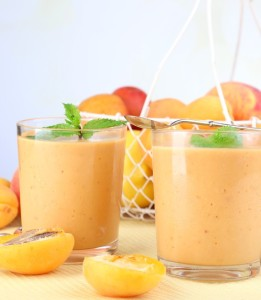 Low-Calorie-Apricot-Pear-and-Almond-Smoothie-570x655