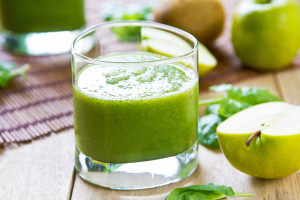 spinach-green-apple-avocado-smoothie